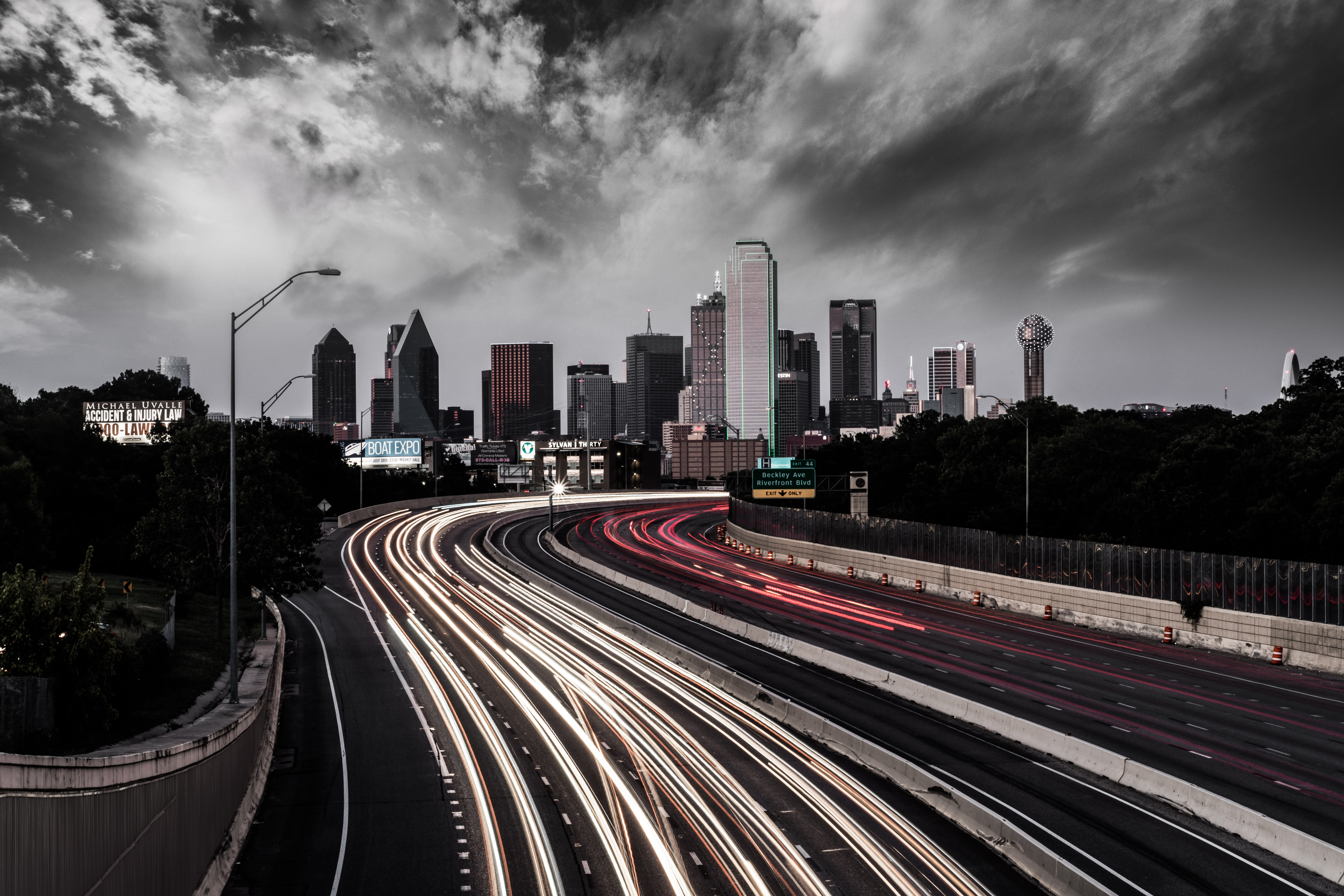 Highway skyline view of Dallas.